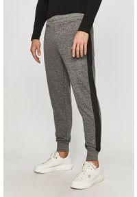 Guess Jeans - Spodnie. Kolor: szary. Materiał: jeans