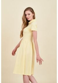 Marie Zélie - Sukienka Polo marszczona jasnożółta krótki rękaw. Okazja: na co dzień, do pracy. Typ kołnierza: polo. Kolor: żółty. Materiał: materiał, dzianina, bawełna. Długość rękawa: krótki rękaw. Typ sukienki: proste, sportowe. Styl: wakacyjny, sportowy, casual, klasyczny
