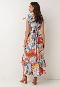 Born2be - Niebieska Sukienka Calathea. Kolor: niebieski. Materiał: tkanina. Długość rękawa: na ramiączkach. Wzór: kwiaty, aplikacja, kolorowy. Typ sukienki: asymetryczne. Długość: midi