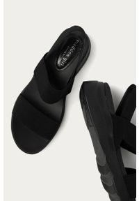 Czarne sandały Steve Madden na obcasie, na średnim obcasie, gładkie