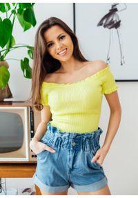 Żółta bluzka Fanaberia.com na lato, w kolorowe wzory, na spacer