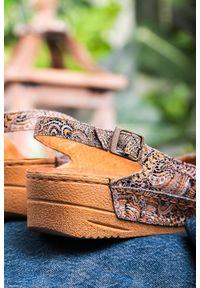 Maciejka - Brązowe sandały maciejka skórzane na koturnie wzorek 01974-47/00-5. Kolor: brązowy. Materiał: skóra. Obcas: na koturnie