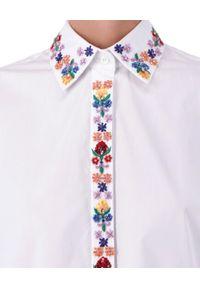 Ermanno Firenze - ERMANNO FIRENZE - Biała koszula z kolorowym haftem. Okazja: do pracy, na co dzień, na spotkanie biznesowe. Typ kołnierza: kołnierzyk klasyczny. Kolor: biały. Materiał: bawełna, materiał, jeans. Długość rękawa: długi rękaw. Długość: długie. Wzór: haft, kolorowy. Styl: klasyczny, casual, elegancki, biznesowy