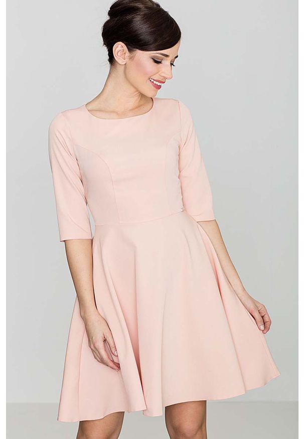 Różowa sukienka Katrus klasyczna, z klasycznym kołnierzykiem