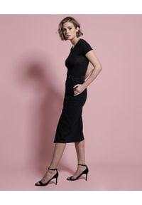 ONETEASPOON - Czarna jeansowa spódnica Society. Okazja: do pracy, na spotkanie biznesowe, na co dzień. Stan: podwyższony. Kolor: czarny. Materiał: jeans. Wzór: aplikacja. Styl: biznesowy, elegancki, casual #5