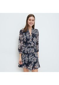 Mohito - Szyfonowa sukienka w kwiaty - Niebieski. Kolor: niebieski. Materiał: szyfon. Wzór: kwiaty