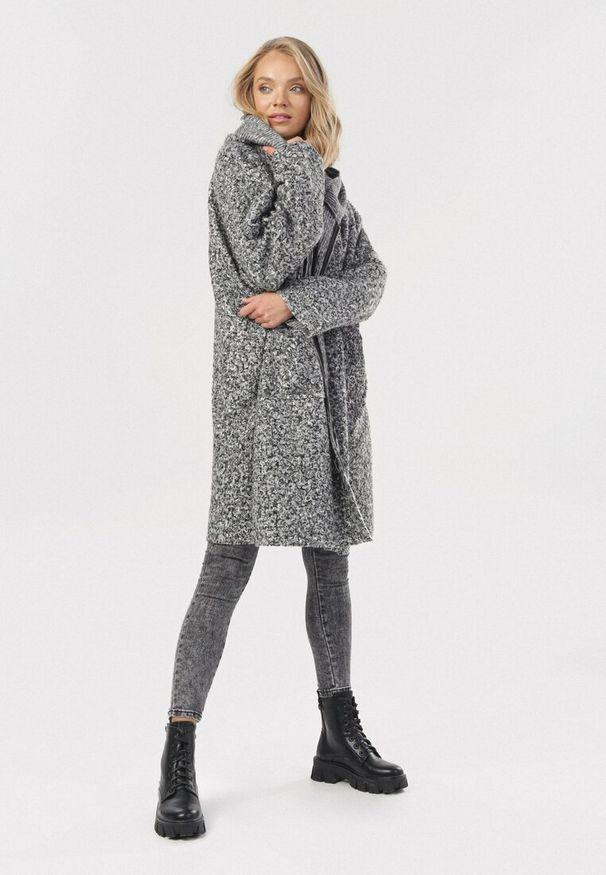 Szary płaszcz Born2be
