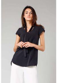 Nommo - Czarna Asymetryczna Bluzka z Krawatką. Kolor: czarny. Materiał: wiskoza, poliester