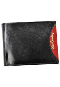 Portfel męski czarny Pierre Cardin 8806 TILAK29 CZA+CZE. Kolor: czarny. Materiał: skóra. Wzór: aplikacja