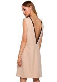 MOE - Sukienka o prostym fasonie z obłędnym dekoltem na plecach. Materiał: elastan, koronka, materiał. Wzór: aplikacja. Typ sukienki: proste