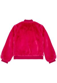Różowa kurtka Guess na zimę