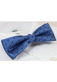 Elegancka Mucha Męska - Alties - Niebieska w Granatowe Grochy. Kolor: niebieski. Wzór: grochy. Styl: elegancki