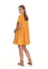 TOP SECRET - Krótka sukienka o luźnym kroju z falbankami. Typ kołnierza: kołnierz z falbankami. Kolor: żółty. Materiał: tkanina, bawełna. Długość rękawa: krótki rękaw. Sezon: lato. Styl: wakacyjny. Długość: mini