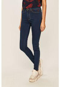 Niebieskie jeansy Desigual w kolorowe wzory