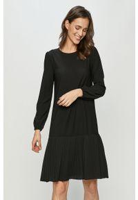 Czarna sukienka Jacqueline de Yong prosta, mini, casualowa