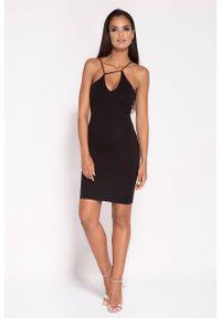 Dursi - Czarna Sukienka na Cienkich Ramiączkach z Biżuteryjnym Akcentem. Kolor: czarny. Materiał: nylon, elastan. Długość rękawa: na ramiączkach