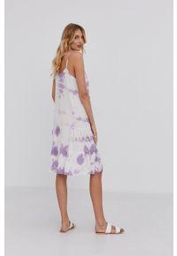 Answear Lab - Sukienka. Kolor: fioletowy. Materiał: tkanina. Długość rękawa: na ramiączkach. Typ sukienki: rozkloszowane. Styl: wakacyjny