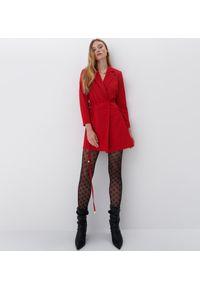 Mohito - Sukienka o kroju marynarki - Czerwony. Kolor: czerwony