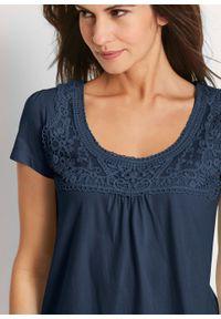 Shirt bawełniany z koronką i krótkim rękawem bonprix ciemnoniebieski. Kolor: niebieski. Materiał: bawełna, koronka. Długość rękawa: krótki rękaw. Długość: krótkie. Wzór: koronka