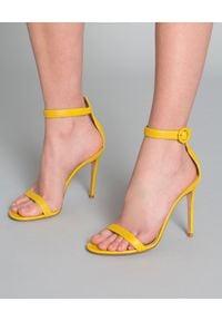 GIANVITO ROSSI - Sandały na szpilce Portofino żółte. Okazja: na co dzień. Nosek buta: okrągły. Zapięcie: pasek. Kolor: żółty. Wzór: aplikacja. Materiał: materiał. Obcas: na szpilce. Styl: wizytowy, elegancki, casual. Wysokość obcasa: wysoki