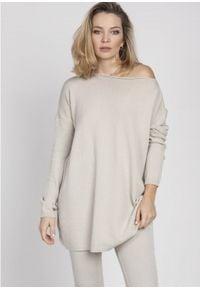 MKM - Oversizowy Sweter z Szerokim Dekoltem - Beżowy. Kolor: beżowy. Materiał: akryl, wiskoza