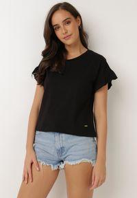 Born2be - Czarny T-shirt Flamegan. Typ kołnierza: kołnierz z falbankami. Kolor: czarny. Materiał: bawełna, jersey, dzianina, jeans. Długość: krótkie. Sezon: lato