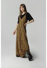 Madnezz - Sukienka Wiktoria - tygrysi print. Materiał: wiskoza, materiał. Długość rękawa: na ramiączkach. Wzór: nadruk. Długość: maxi