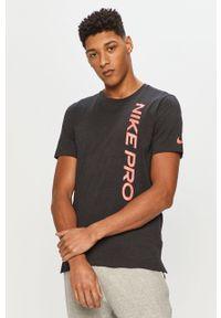 Czarny t-shirt Nike na co dzień, casualowy, z nadrukiem