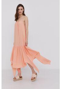 Answear Lab - Sukienka. Kolor: pomarańczowy. Materiał: tkanina. Długość rękawa: na ramiączkach. Wzór: gładki. Typ sukienki: asymetryczne, rozkloszowane. Styl: wakacyjny