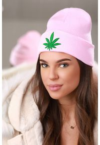 Różowa czapka IVET na jesień
