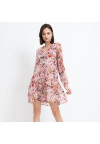 Różowa sukienka Mohito w kwiaty