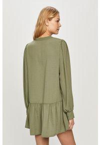 Jacqueline de Yong - Sukienka. Kolor: zielony. Materiał: tkanina. Długość rękawa: długi rękaw. Wzór: gładki
