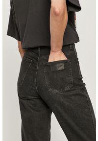 Czarne jeansy Wrangler z podwyższonym stanem