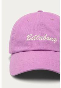 Fioletowa czapka z daszkiem Billabong z aplikacjami