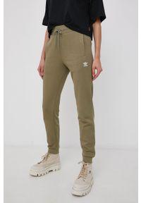 adidas Originals - Adidas Originals - Spodnie. Stan: podwyższony. Kolor: zielony. Materiał: bawełna. Wzór: aplikacja
