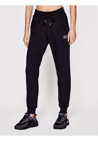 Czarne spodnie dresowe PLNY LALA