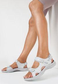 Born2be - Szaro-Niebieskie Sandały Zhata. Zapięcie: rzepy. Kolor: szary. Materiał: skóra. Wzór: aplikacja. Styl: sportowy
