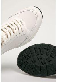 Białe sneakersy vagabond na średnim obcasie, na sznurówki