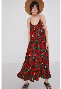Czerwona sukienka medicine na ramiączkach, rozkloszowana