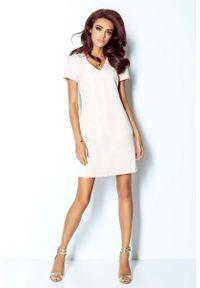 IVON - Różowa Sukienka Trapezowa Mini z Dekoltem V. Kolor: różowy. Materiał: wiskoza, elastan. Typ sukienki: trapezowe. Długość: mini