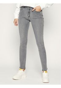 Szare jeansy slim Wrangler