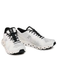 Białe buty treningowe On