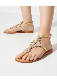 MYSTIQUE SHOES - Skórzane sandały z kryształami. Nosek buta: okrągły. Kolor: srebrny. Materiał: skóra. Wzór: paski, aplikacja