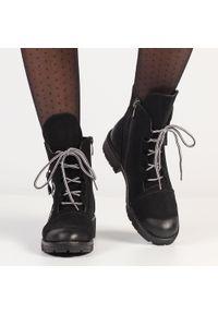 Czarne botki damskie, trapery POTOCKI 12004. Kolor: czarny. Materiał: nubuk. Styl: klasyczny