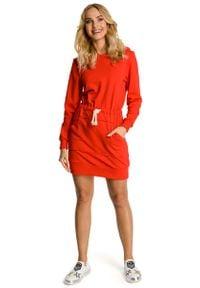 MOE - Czerwona Sukienka Sportowa Mini z Kapturem. Typ kołnierza: kaptur. Kolor: czerwony. Materiał: elastan, bawełna. Typ sukienki: sportowe. Styl: sportowy. Długość: mini