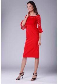 Nommo - Czerwona Wizytowa Dopasowana Sukienka z Koronką. Kolor: czerwony. Materiał: koronka. Wzór: koronka. Styl: wizytowy