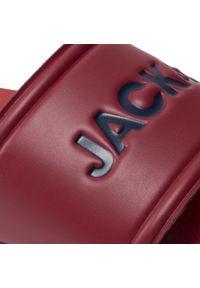 Jack & Jones - Klapki JACK&JONES - Jfwlarry 12184280 Red Dahlia. Okazja: na co dzień. Kolor: czerwony. Materiał: skóra ekologiczna, materiał. Styl: casual #5