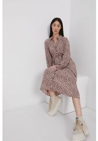 Jacqueline de Yong - Sukienka. Kolor: czerwony. Materiał: tkanina. Typ sukienki: rozkloszowane