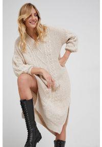 Answear Lab - Sukienka z domieszką wełny. Kolor: beżowy. Materiał: wełna. Styl: wakacyjny