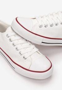 Born2be - Białe Trampki Qinevera. Okazja: na spacer, na randkę. Wysokość cholewki: przed kostkę. Nosek buta: okrągły. Kolor: biały. Materiał: jeans, materiał, guma. Szerokość cholewki: normalna. Obcas: na płaskiej podeszwie